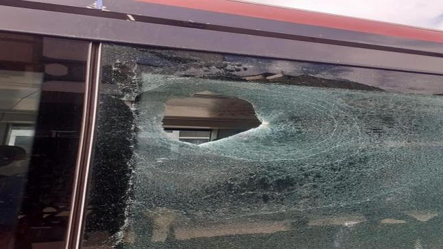 """الدار البيضاء: توقيف شخص هاجم """"طرامواي"""" وتسبّب لأحد الركّاب في جروح خطيرة"""